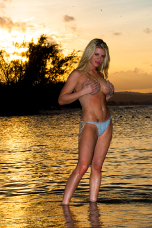 ashley-massaro_r2y1347
