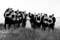familyweddingparty-beachbw_mg_9590