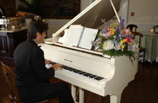 piano-man