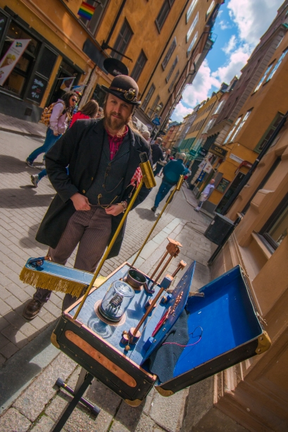 sweden-model-citizen-street-performer-sword-swaller_mg_5846